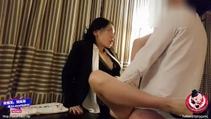 June Liu 刘玥/SpicyGum – Chinese Manager Punishes her Employee for Being Late